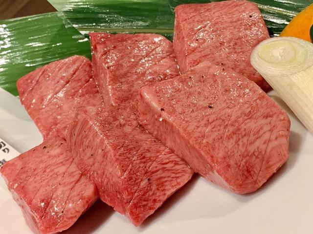 画像: 御徒町で45年続く神戸牛焼肉もとやま。 肉の旨みが口に広がり、とろけてなくなる、の繰り返し。 タレのこだわりもあるけど、僕は塩とわさびが好き。 最後に食べたテグタンスープも最高でした。。 #東京グルメ #御徒町 #御徒町グルメ #焼肉もとやま #yo...