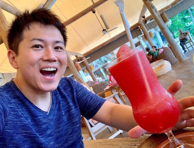 画像1: スイカのスムージー「テンモーパン」は、タイに来ると飲みたくなるドリンク。 他にランチで食べた、トムヤムうどん。これは海鮮がどっさり! ホテルの名前が付いた、ソネバサンドもボリューム満点 そして、ここで食べたグリーンカレーが、今まで食べたグリーンカレーの中で一番になってしまった。。 #sonevakiri #sonevakiriresort #リゾートホテル #グリーンカレー #カレー #カレーライス #タイカレー #スムージー #テンモーパン #トムヤムクン #トムヤムクンヌードル #トムヤムクンラーメン www.instagram.com