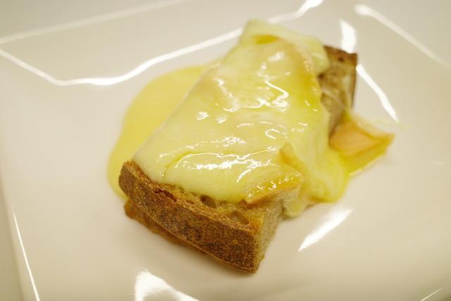 画像: 【北海道】8つの工房が同じレシピで作る協同ラクレットチーズ「十勝品質事業協同組合」 : 恵比寿/銀座大好き 新米フードアナリスト・ハツのブログ