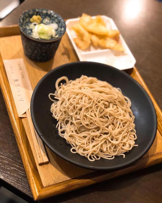 画像: ランチソで、馬喰町『十割そば 東京バッソ』で、「茨城県産 常陸秋そば(十割 挽きぐるみ)」840円のとり天セットで990円。  そば、美味しかった! ブランドそば粉100%の十割そばでこの値段は良いな〜 とり天もサックサクで美味しかった! ...