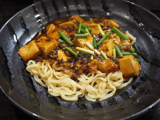 画像: お昼だけ間借り営業の麻婆料理専門店のカレー麻婆麺は病み付きになる味わいです! 天神橋3 「麻婆はなび」
