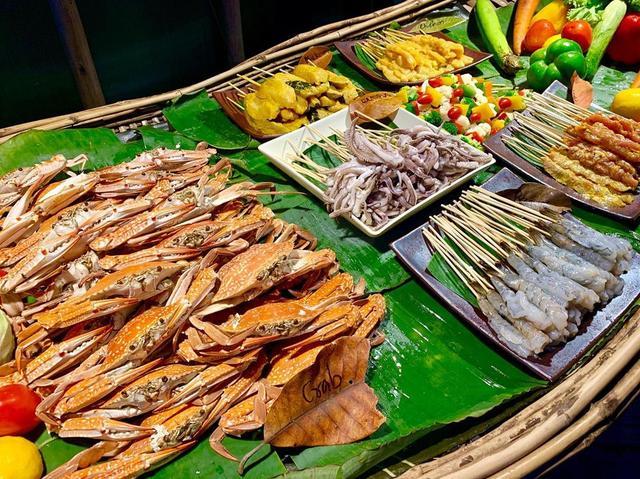 画像: 最高峰のリゾートホテル、ソネバキリのディナーブュッフェ。 どの料理も素晴らしかったです! #sonevakiri #sonevakiriresort #リゾートホテル #ビュッフェ #ホテルビュッフェ #ディナーブュッフェ #タイ料理