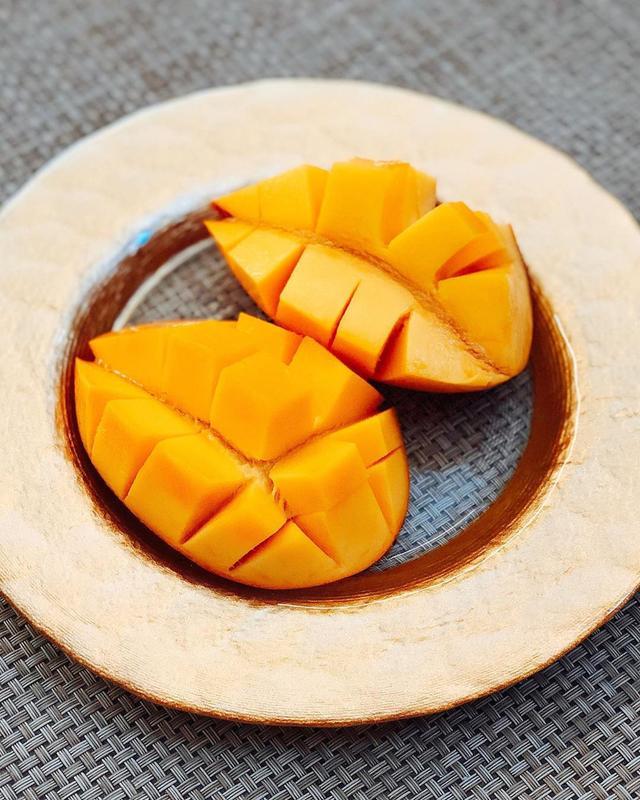 画像: 石垣島のひでみつさんとさきちゃんが、「たけしのマンゴー」を送ってくれました! 2年前に石垣島の『ゆらてぃく市場』で買って、甘くて美味しくて感動したマンゴーです。 やっぱり、めちゃくちゃ旨ンゴー!!! ひでみつさん、さきちゃん、ありがとう! ...