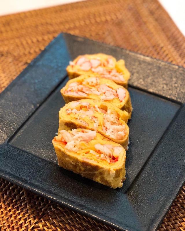 画像: 朝食で、『スギヨ』の「~かに風味かまぼこ~ 香り箱」で、カニカマ玉子焼き作った。 旨いな〜!  #スギヨ #香り箱 #カニカマ玉子焼き #グギメシ
