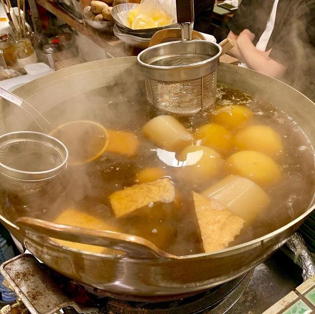 画像1: すっぽん出汁専門店の「蛸焼きとおでん 友の」へ。 とにかく、どれも美味い! おでんのだし汁にはすっぽんとあさりのダブルスープ。 たこ焼きの生地にはすっぽんの出汁入り。 男は活力! 女は美肌! なんばで飲むなら、こちらのお店へ #蛸焼きとおでん友の #大阪グルメ #なんば #なんばグルメ #なんば飲み #たこ焼き #蛸焼き #おでん #すっぽん #youtube #youtuber #ユーチューバー #わっきーtv #わっきー #食レポ #飯テロ #飯テログラム #飯テロ動画 #居酒屋 #飲み屋 #せんべろ www.instagram.com