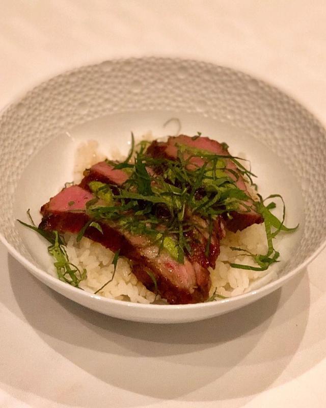 画像1: 新装プレオープン中の『à nu』に、DさんとKさんと一緒に、N閣下に合流しました。  下野昌平シェフが作ってくれた「オマール海老出汁のトムヤムクンラーメン」と「金華豚丼」が、フレンチの枠を超えて、素晴らしく美味しかった〜!!!  #ànu #anu #アニュ #アニュルトゥルヴェヴー #下野昌平 #具義フレンチ2019 www.instagram.com