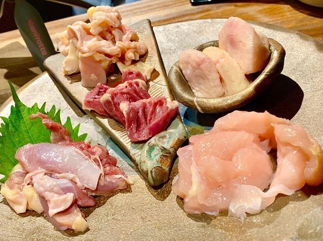 画像: 新橋に炭火鶏焼がオープン。 さつま鶏を中心に、鶏刺しも絶品。 出汁巻き玉子は、白湯スープを熱々の器に回し入れていただく。 手ごね焼つくねの自家製たれは半端じゃない旨さ。 〆は龍の卵のTKG、鶏白湯ラーメンで大満足。 #東京グルメ #新橋 #新橋グルメ...