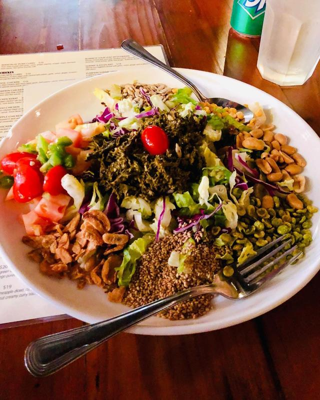 画像1: ハワイでナオさんとうちの家族とご飯。 ナオさんオススメの、昨年オープンして今年のBest New Restaurant になったミャンマー料理『Rangoon Burmese Kitchen (ラングーン バーミーズ キッチン)』。 サラダ、カレー、なにもかも、めちゃくちゃ美味しかった!!! ミャンマー料理って、たぶん初めて食べたけど、こんなに美味しいのか〜!  #rangoonburmesekitchen #ラングーンバイミーズキッチン #本田直之 #具義ハワイ2019 www.instagram.com