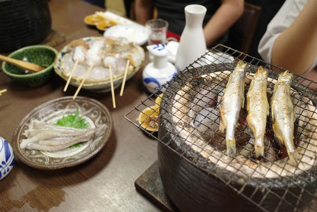 画像: 【新馬場】新鮮な海鮮類を踊り焼きで豪快に楽しむ人気の名酒場「牧野」