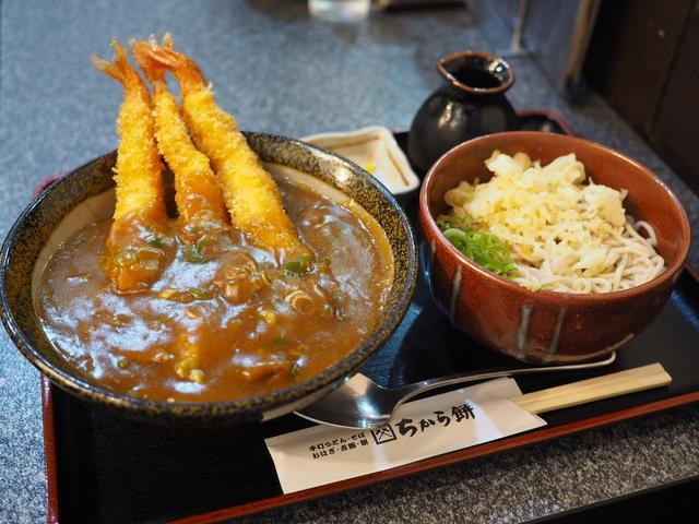 画像: 最初からエビフライが3本乗ったお得感満載のカレー丼! 尼崎市 「ちから餅 阪急塚口店」