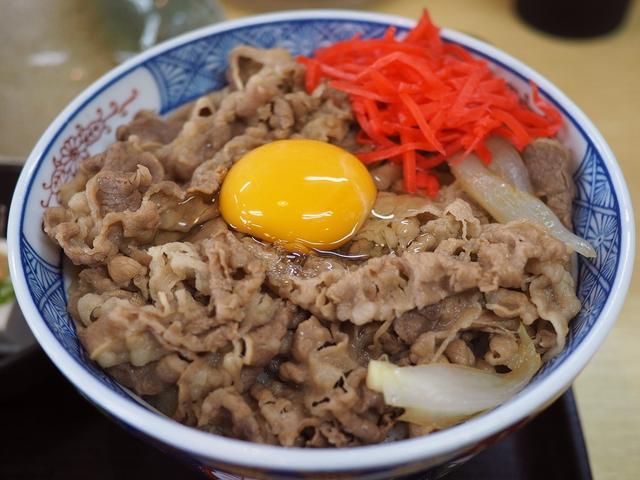 画像: 安くて旨くてボリューム満点の地元で愛される食堂の牛丼は柔らかいお肉にお出汁が効いたおつゆがよ~く染みて癖になる味わいです! 神戸市東灘区 「なかよし」