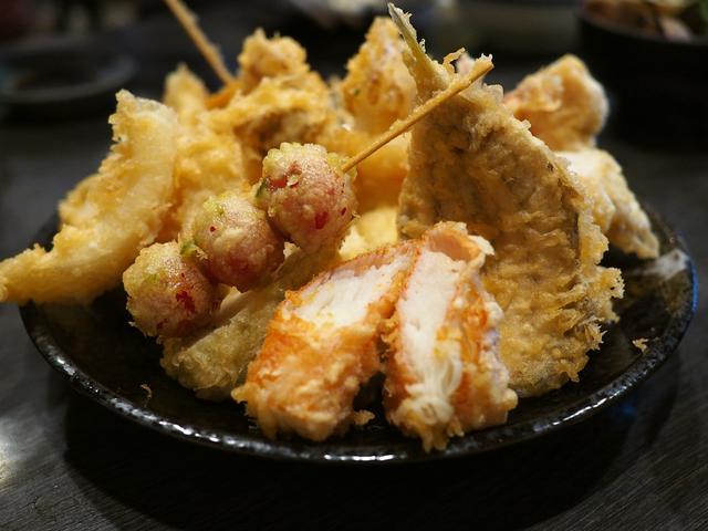 画像: 揚げたて熱々の天ぷらがとてもお手軽にいただける名店で休日の昼飲みを楽しませていただきました! なんば 「天ぷら 大吉 なんば店」