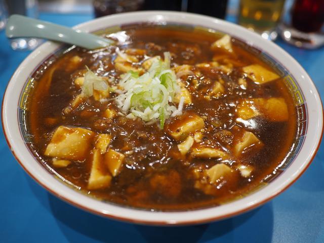 画像: 市場の人気中華料理屋さんの病みつき系の美味しさの麻婆麺と名物ジャンボ焼売! 豊洲市場 「やじ満」