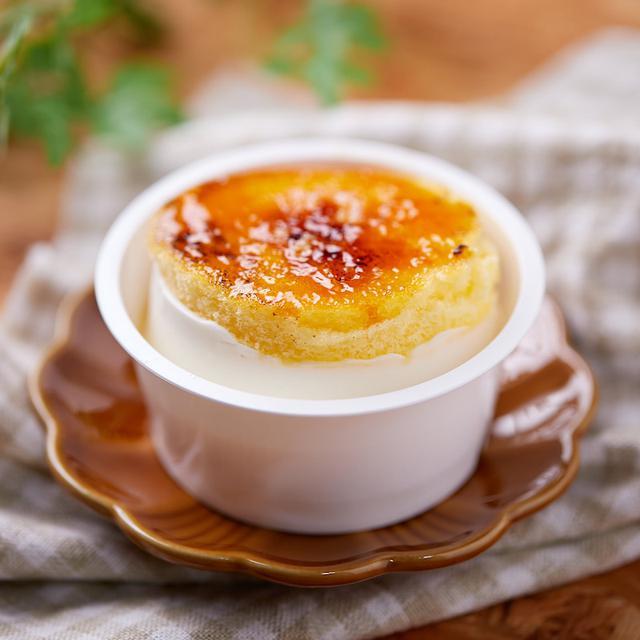 画像: コンビニスイーツ・ファミリーマート 4種チーズのブリュレチーズケーキ