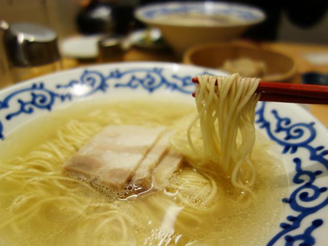画像: 【福岡】黄金のクリア豚骨&でかシューマイ♪@豚そば 月や 大名店