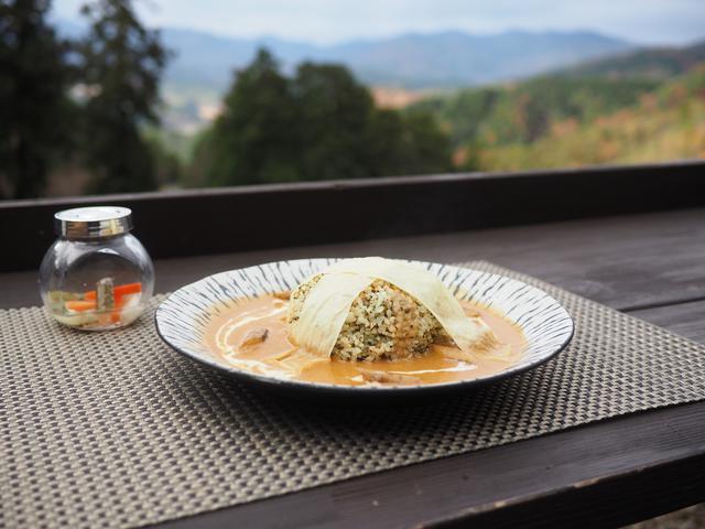 画像: 季節ごとに違った趣が楽しめる山の上の大人気カフェで絶品カレー! 豊能郡能勢町 「ほんたき 山のカフェ」