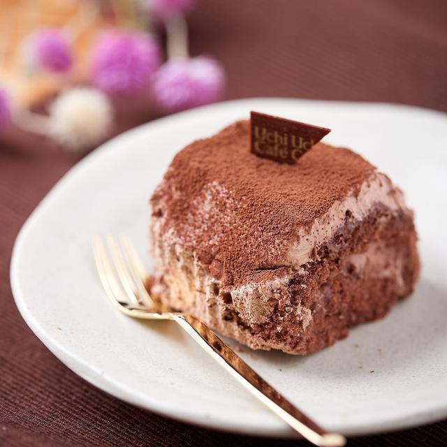 画像: コンビニスイーツ・ローソン スペシャルショコラ ケーキを包んだブッシュドノエル