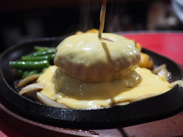 画像: オリジナリティ溢れる様々な美味しい肉料理がリーズナブルにいただける肉バル! 西心斎橋 「鉄板ミート」
