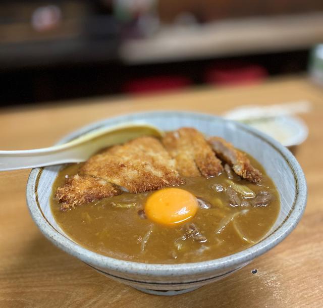 画像: 都会のど真中にポツンと佇む昭和の食堂のカツカレー丼はお出汁がよ~く効いて旨い! 南船場 「芦池更科」