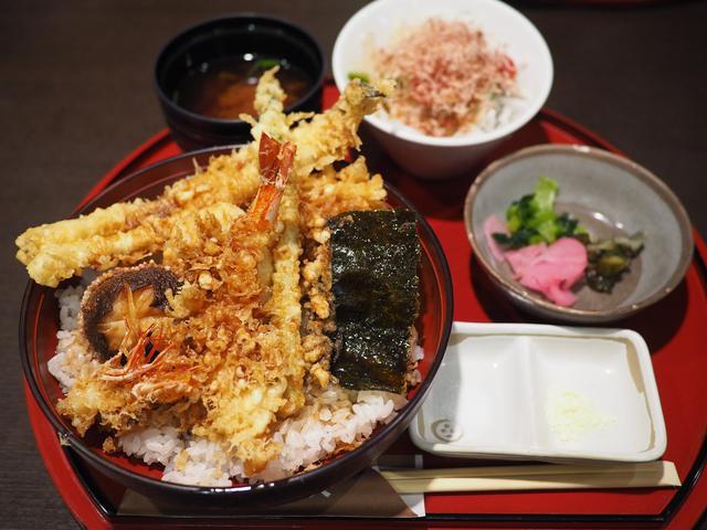 画像: 銀座の名店の江戸前天丼をアテに飲む休日昼ビールは最高です! 梅田 「銀座 ハゲ天 大阪ステーションシティ店」