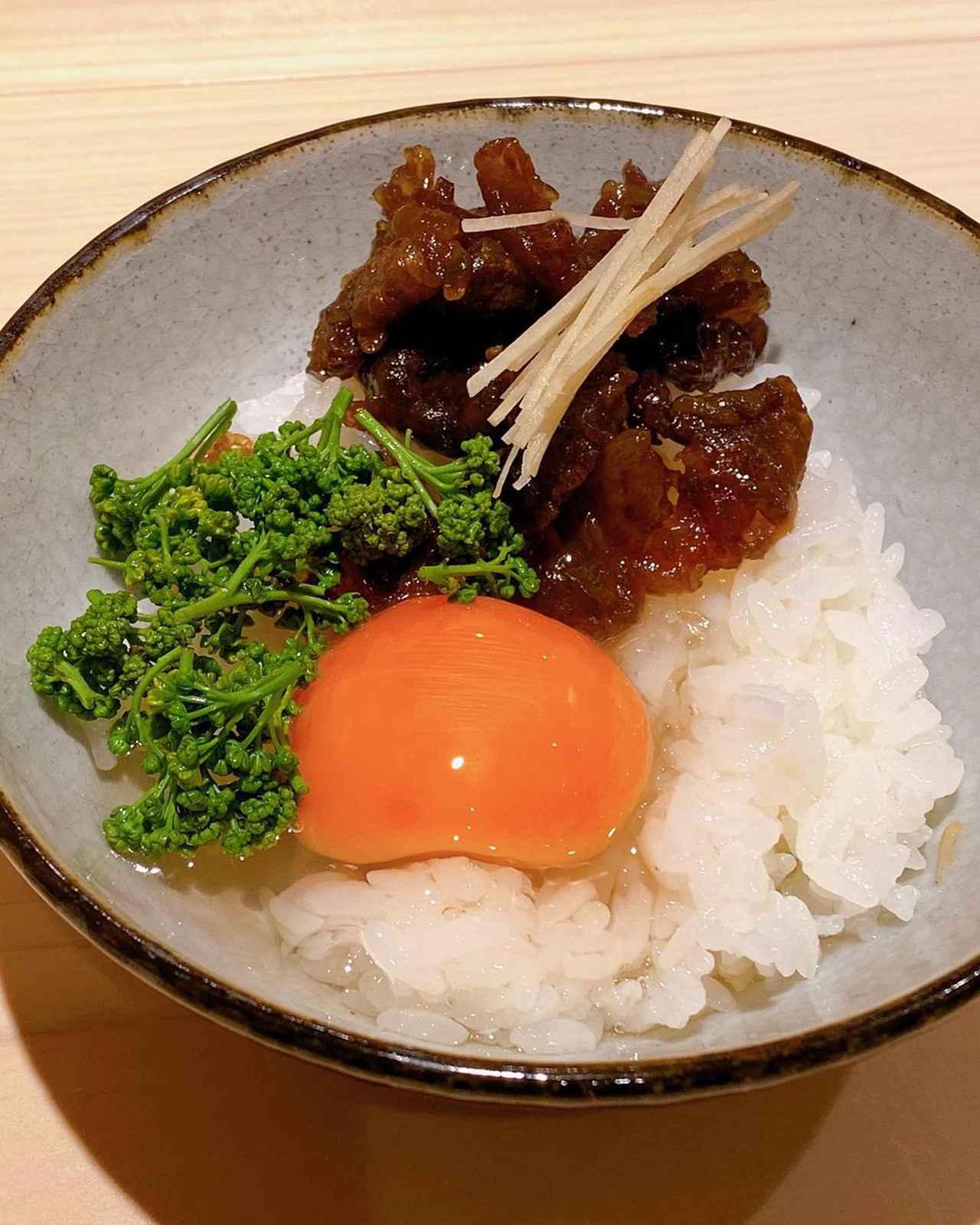 """画像1: 秋山具義 on Instagram: """"二ヶ月に一度のお楽しみ『新ばし 星野』。  一番好きな割烹です♡ 星野さんの人柄が出ているやさしく深い素晴らしい料理!!!  ここの白飯が世界一好きなのですが、 TKGに牛しぐれ煮と花山椒、 最高すぎでした〜!!!!!  #新ばし星野 #京味出身…"""" www.instagram.com"""