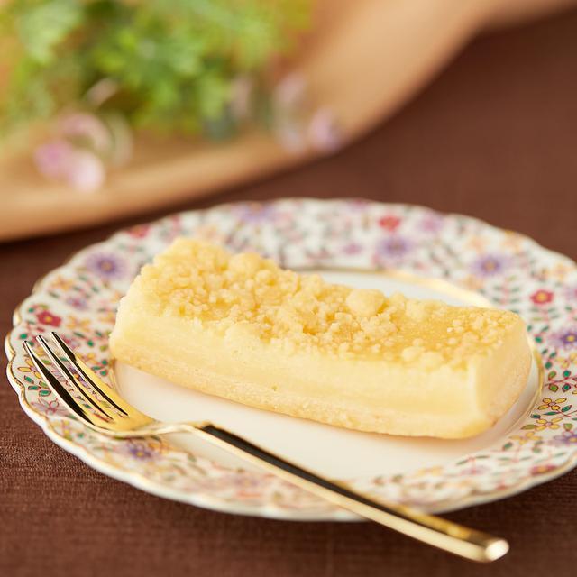 画像: コンビニスイーツ・ファミリーマート 3種チーズのチーズケーキ