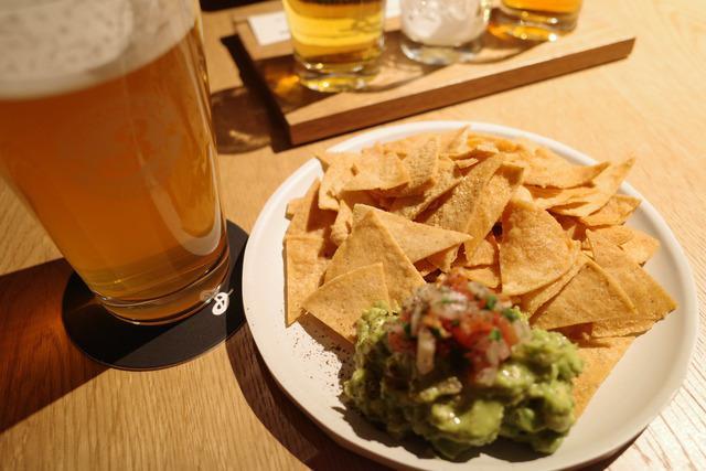 画像: 【日本橋】クラシックかつスタイリッシュな空間で楽しむクラフトビールとタコス「B」