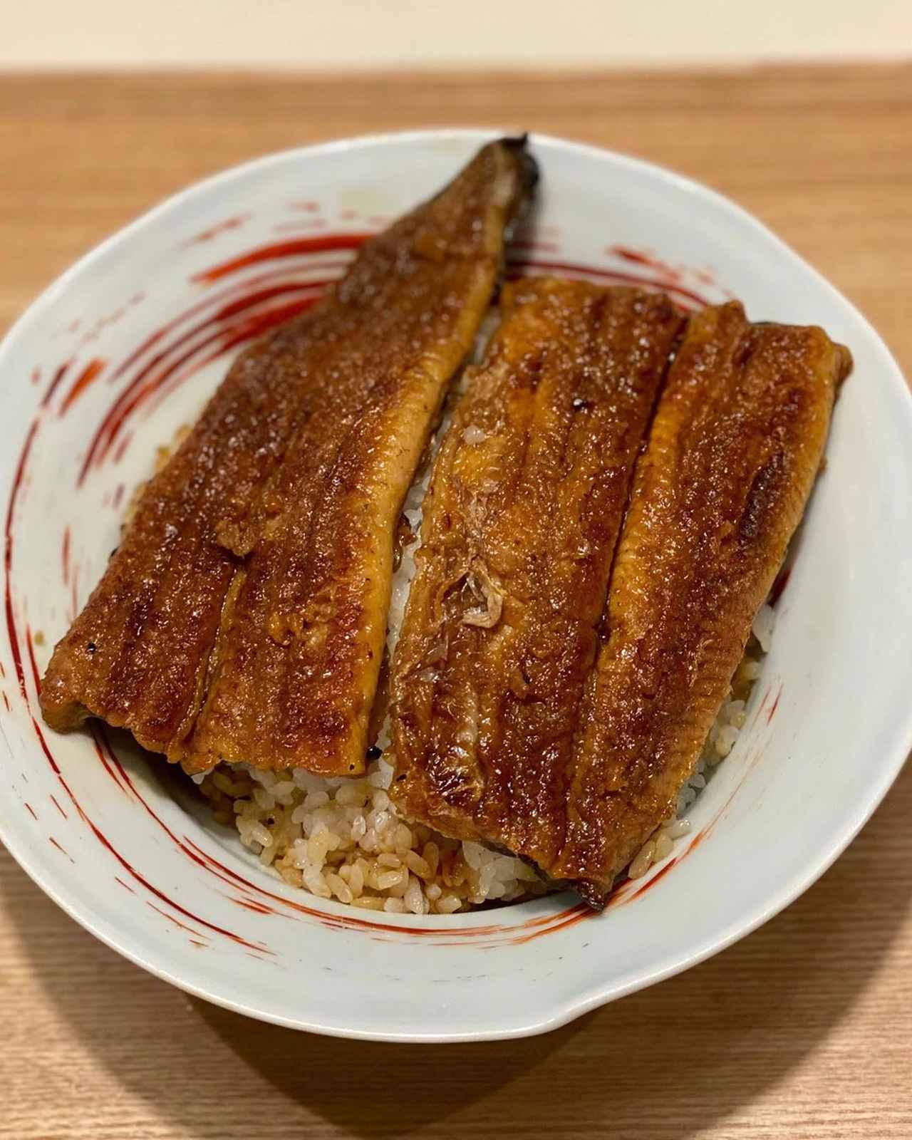 """画像1: 秋山具義 on Instagram: """"お取り寄せで、大好きな京都『大國屋鰻兵衞』の「鰻兵衞さんのうなぎ弁当」を京都から送ってもらって、鰻はオーブンで、ご飯はレンジで、最高に美味しかった!!!  家で『大國屋鰻兵衞』の鰻が食べられるなんて、幸せすぎる♡♡♡  1日10食限定とのことです。…"""" www.instagram.com"""