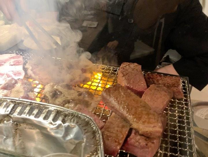 """画像1: わっきーTV/石脇誠【全国グルメ動画発信中】 on Instagram: """"大阪/心斎橋にある超人気和牛の店へ。 店主の藤田さん、キャラ素敵です笑 その個性が、肉のこだわりにも反映されてます。 この日は目の前で和牛の解体をしてもらえました。主に仙台牛。和牛の王様です。…"""" www.instagram.com"""