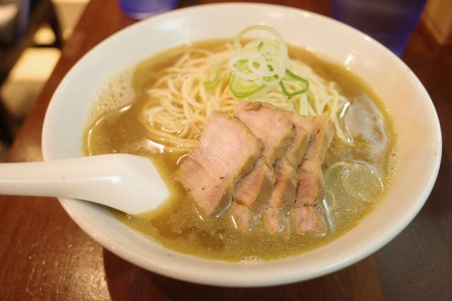 画像: 【東銀座】煮干しが効いたスープにパツパツストレート麺が絡み合う絶品ラーメン「自家製麺 伊藤 銀座店」