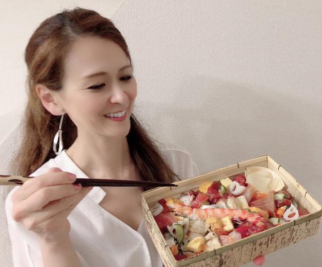 画像: コロナに負けない!飲食店 「後楽寿司 やす秀」豪華バラちらし、でっか巻(鉄火)