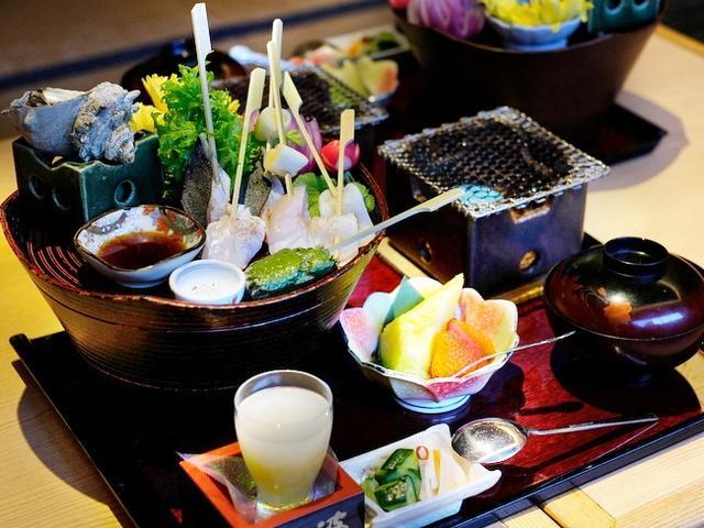 画像: 「千葉・館山 波奈総本店の館山炙り海鮮丼」