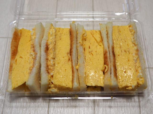 画像: 具沢山のお値打ちサンドイッチが全種類1個390円均一!謎のサンドイッチ屋さんは激安のお惣菜も豊富で大繁盛していました! 城東区鴫野東 「カフェとお食事 旬のフルーツ ハリマ」