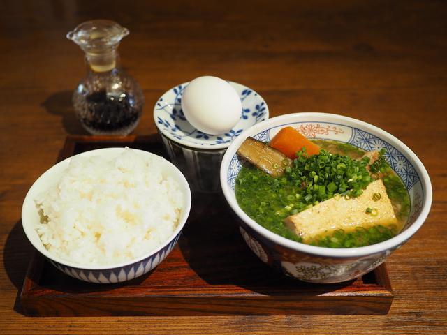 画像: 巨大野菜がゴロゴロ入った唸るほど美味しい豚汁の朝ごはんは満足感が高すぎます! 本町 「サル食堂」