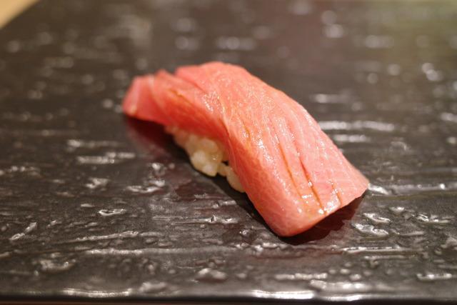 画像: 【田町】銀座のミシュラン名店が田町にオープン!カウンターで極上鮨と日本酒を堪能「鮨 栞庵 やましろ」