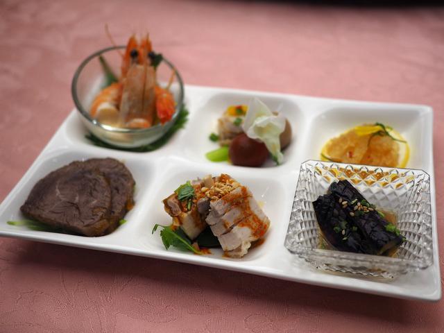 画像: 大皿ではなく一人一皿で提供される中華コースはリッチな気分で美味しくいただけて大満足! 心斎橋 「大成閣」