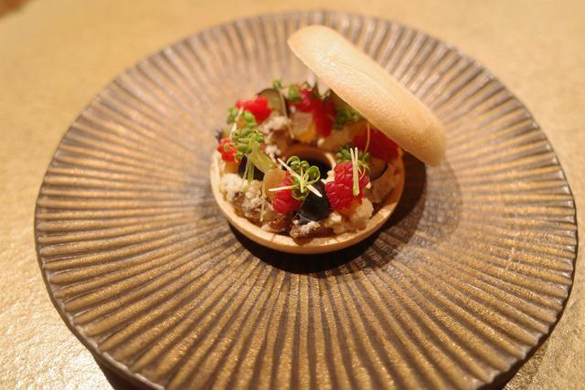 画像: 【銀座】美しくおいしい料理をライブ感たっぷりのカウンターで堪能「六雁 (むつかり)」