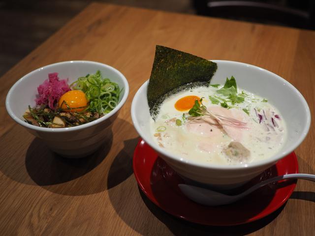 画像: 鹿児島県のブランド鶏を贅沢に使った鶏白湯ラーメンがびっくりするほど旨い! 京橋 「クラフトビールとさつま極鶏食堂 KOKUMEI」