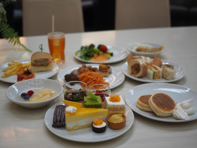 画像: 安全性対策を徹底強化して大人気のデザートビュッフェが再開しました! ホテルニューオータニ大阪 「SATSUKI LOUNGE」
