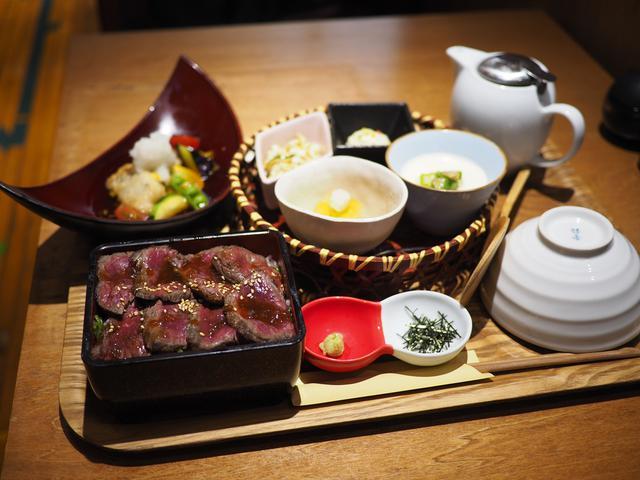 画像: 黒毛和牛のステーキ重と夏の食材が楽しめるカフェの和定食! 阪急三番街 「リバーカフェ梅田」
