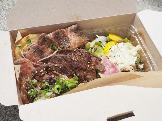 画像: 肉卸直営の人気店の『DELI BOX』はお肉のクオリティが高くてリーズナブルで満足感が高いです! 天王寺 「ビフテキ重・肉飯 ロマン亭 あべの店」