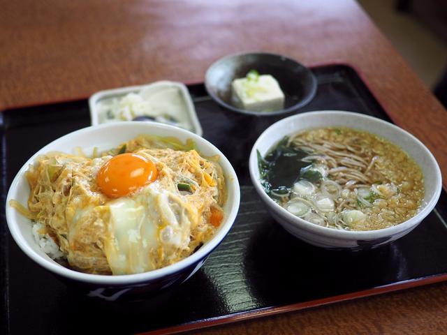 画像: 地元で絶大に支持されている食堂で唸るほど美味しいかつ丼セット! 北区天満 「一富士食堂」