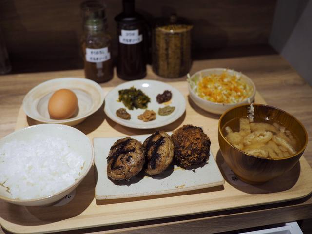 画像: 朝挽きミンチ肉の旨みたっぷりのハンバーグ専門店はあらゆる素材にこだわって美味しさを追求する素晴らしいお店です! 神戸元町 「だるまはんばーぐ」