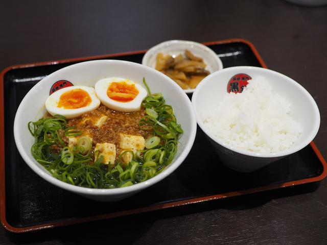 画像: マグロ料理専門店のマグロの骨から取ったスープがベースの台湾系麻婆麺! 北区大淀南 「市場カフェ 黒銀」