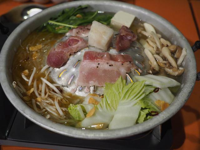 画像: 癖になる味わいのタイの焼肉鍋『ムーカタ』をはじめとした多国籍なエスニック料理が楽しめる隠れ家居酒屋! 北区曽根崎 「NARI屋」