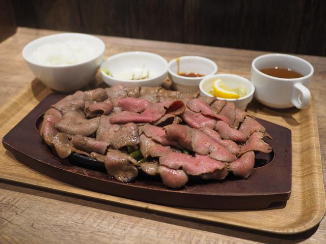 画像: 300gの迫力満点の牛タンマウンテンステーキがたった1000円で食べられてお腹いっぱい大満足! 梅田 「メルカ」