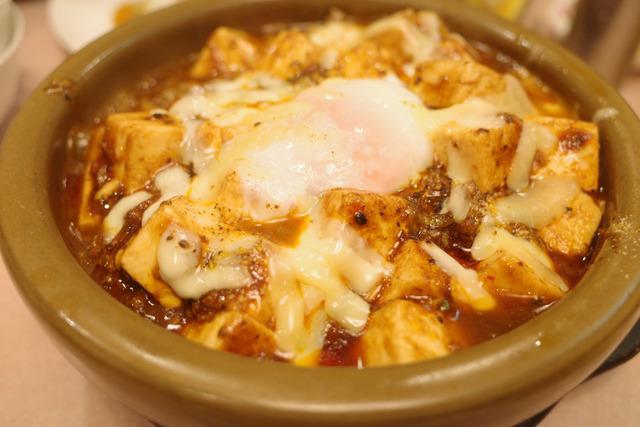 画像: 【九段下】名物の麻婆麺はガッツリ食べ応え満点。円卓でワイワイ楽しめる「源来酒家」