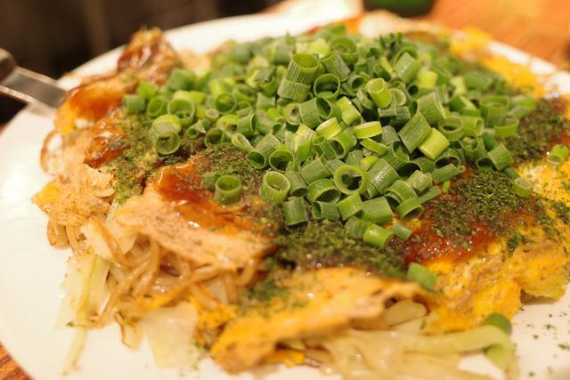 画像: 【目黒】野菜たっぷりボリューム満点の広島焼きが楽しめる酒場「一銭坊 (いっせんぼう)」