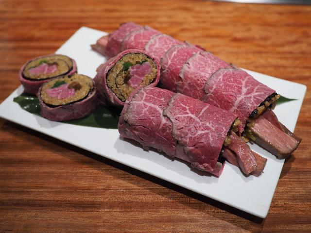 画像: 北新地の高級ステーキハウスと高級焼肉店の恵方巻はお肉がとろけるほど柔らかくて甘くて感動的に美味しいです! 「北新地 鉄板焼 名門」 「北新地 焼肉 名門 舌一」