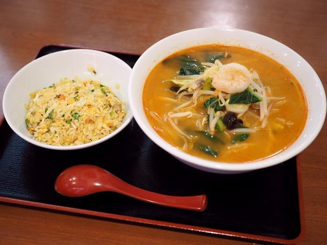 画像: 野菜がたっぷり摂れるピリ辛の味噌ちゃんぽんは美味しくて体の芯から温まります! 中央区材木町 「龍華軒」